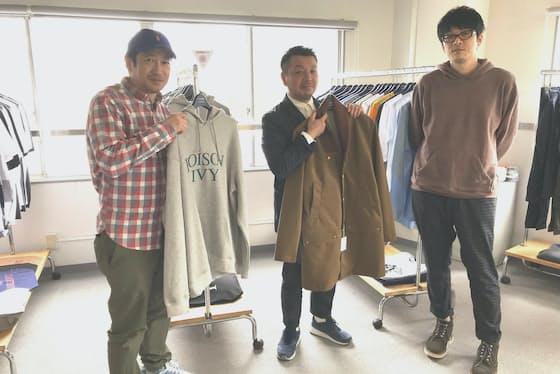 石津塁氏(中)が監修し、倉石一樹氏(右)がデザインする。左はアートディレクションを手掛けるODDJOBの藤井進午社長