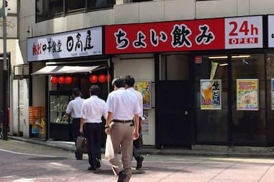 「ちょい飲みできる店」を強調した「赤日高」(東京都新宿区、日高屋西新宿1丁目店)