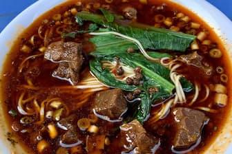 重慶小麺はしびれる辛さが特徴だ(胖妹麺荘)