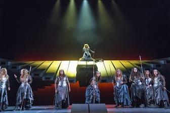 「ワルキューレ」の戦乙女たち(C)Richard Termine (メトロポリタン歌劇場提供)