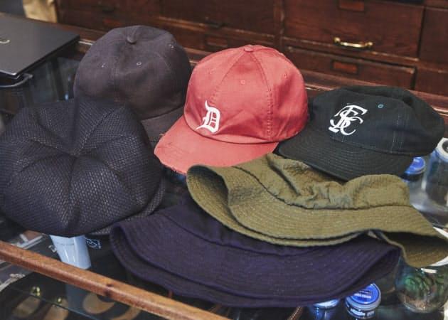 b69b4b45a476c6 帽子で程よくアクセント、浅めにかぶると大人っぽく|Men's Fashion ...