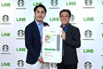 スターバックス コーヒー ジャパンの水口CEO(右)と、LINEの出澤社長(左)(写真:酒井康治、以下同)