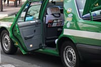 日本のおもてなし文化の象徴とも言えるタクシーの自動開閉ドア