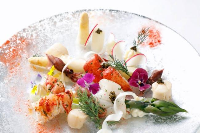 「ラトラスフィス」のコース前菜「2種のアスパラガスを2種の調理法で」