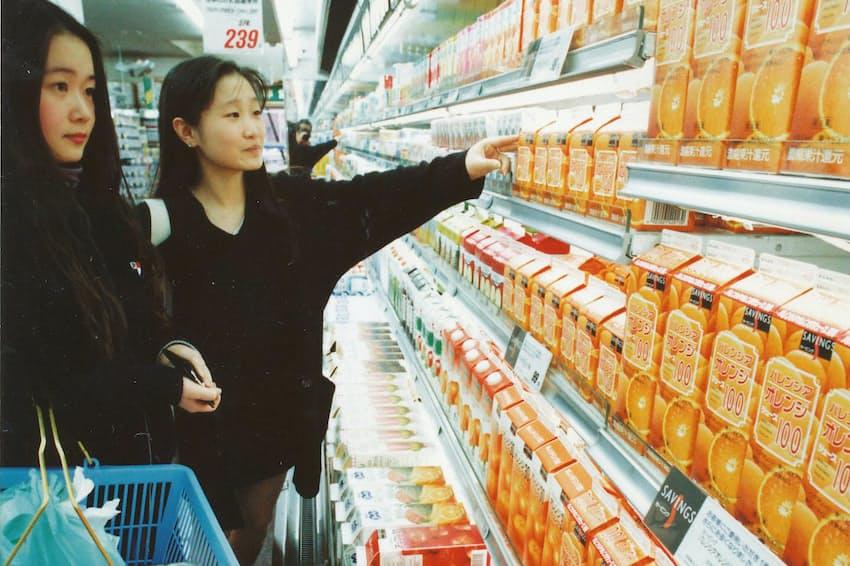 食料品を中心にPB商品が拡大した(1993年、都内のダイエー)