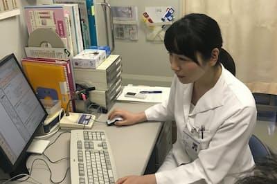 検査結果を説明する笠井弘子部長(東京都港区の北里大学北里研究所病院)