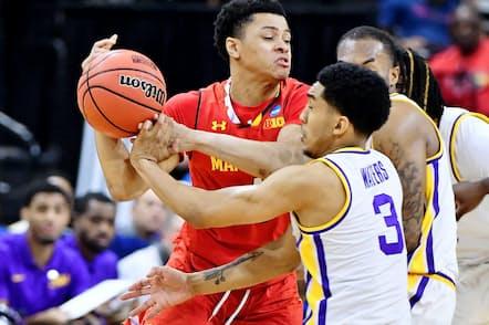 米国の学生は複数のスポーツを掛け持ちするという(2019年3月、NCAAバスケットボール)=USA TODAY