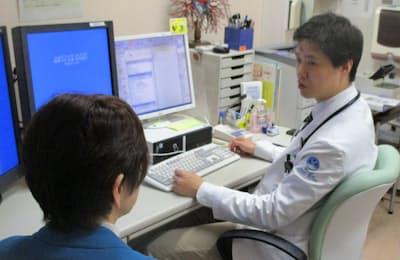 タグリッソを使う肺がん患者を診察する後藤医師(東京都中央区の国立がん研究センター中央病院)