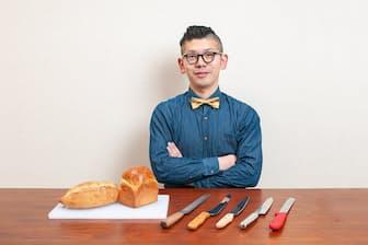 合羽橋の老舗料理道具店、飯田屋の6代目、飯田結太氏。今回は高級パン切り包丁を徹底検証する