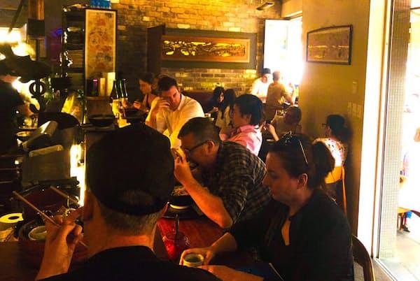 オープンしてまだ約1年ながら連日満席の「Gaku Robata Grill」
