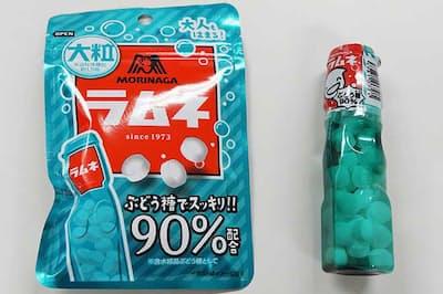 1973年から安定した売り上げを続ける森永製菓「ラムネ」(右)と2018年3月に発売されたラムネの1.5倍の大きさの「大粒ラムネ」(左)