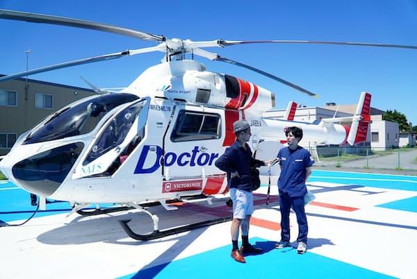 救急自動通報システム「D-Call Net」プロジェクトにも携わる日本医科大学千葉北総病院の本村友一医師(右)と小沢コージ氏