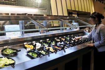 東京都内産の野菜をサラダバーで提供する