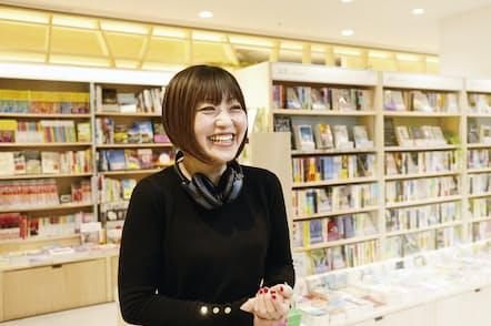 書店員 新井見枝香さん(写真・タナカヨシトモ)