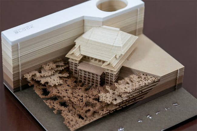 トライアードのメモパッド「OMOSHIROI BLOCK」。1枚のメモ用紙の大きさは85×82ミリメートル。