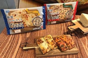 シャトレーゼが発売した糖質カットピザの新製品。左から「糖質 85%カットピザ 5種のチーズ」、「糖質 83%カットピザ マルゲリータ」どちらも2枚入りで税込み356円