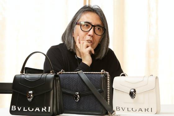 「ストリートファッションのカリスマ」藤原ヒロシさん。「女性ものを作るのは初めて。僕が出せるぎりぎりのブルガリらしさに挑戦しました」と話す(東京都中央区のブルガリ銀座タワー)