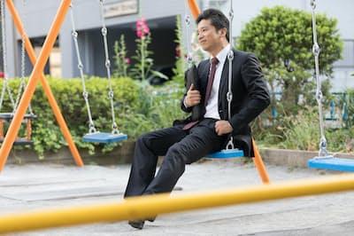 40代を迎えて、勤め先で居場所を失うケースは珍しくない。 写真はイメージ =PIXTA