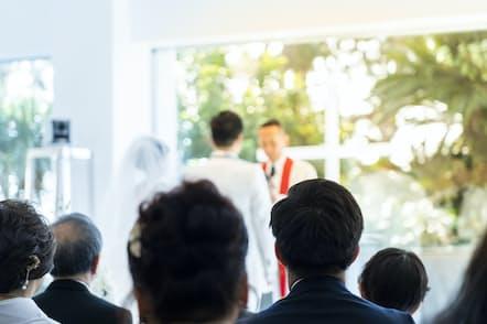 結婚式は新郎新婦が主役。参列者は主役を引き立てることを考える必要があります=PIXTA