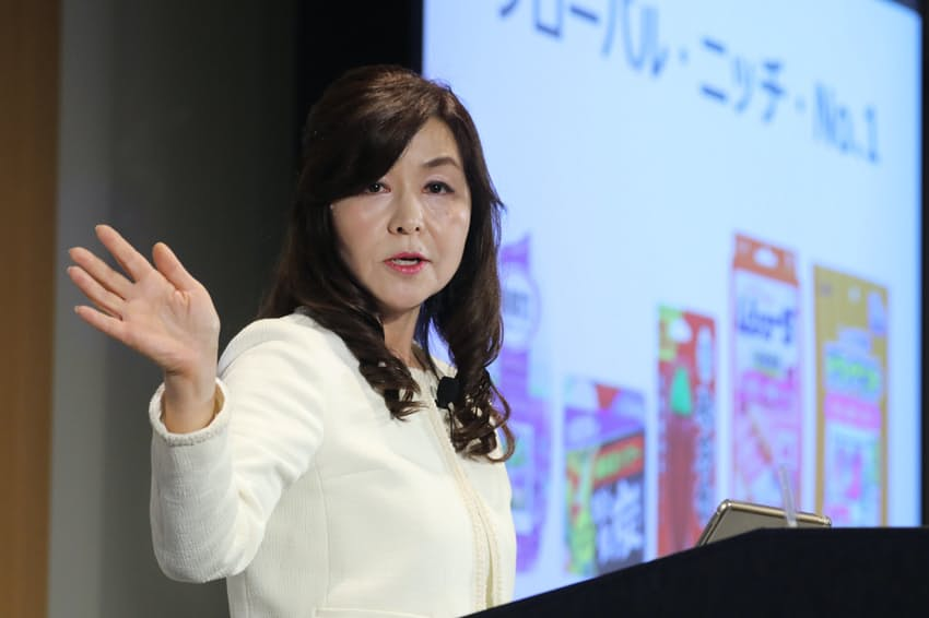 「WOMAN EXPO TOKYO 2019」で話すエステーの鈴木貴子社長(5月19日、東京都港区)
