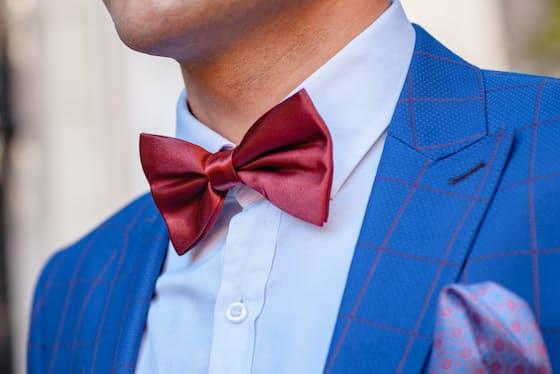 チェックや太いストライプなど大きな柄は結婚式に着ていくのは失礼=PIXTA