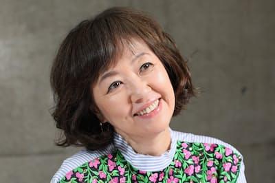 1956年東京生まれ。73年に「赤い風船」で歌手デビュー。結婚で芸能界を引退するが83年に復帰。映画やバラエティーなど幅広く活躍している。詐欺師を演じた主演映画「エリカ38」が公開中。