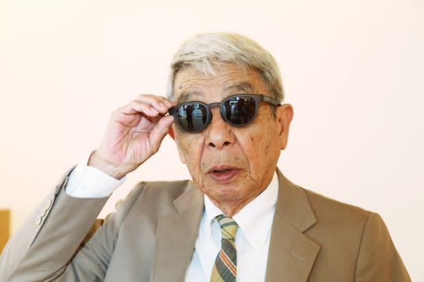 「軽量でアクティブなスポーツタイプのサングラスが多くなりました」と話す石津祥介さん(東京都港区のアイヴァン7285トウキョウ)
