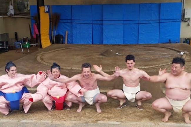 相撲部屋が合宿で使う本格的な土俵で相撲体験できる(大阪府大東市)