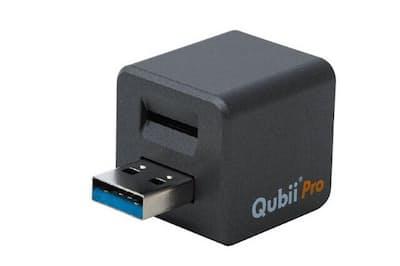充電しながらiPhoneのデータをバックアップできる「Qubii Pro」