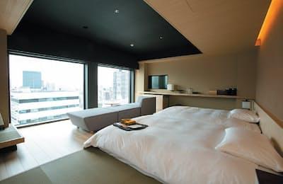 16、17階に2室あるスイートルーム。2人利用時で公式価格4万円(税込み)から。西新宿の夜景を一望できる