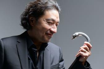 ウルフルズのトータス松本さんが「最近買って一番よかったと思った道具」というステッキ。実は必要に迫られて買ったものだった