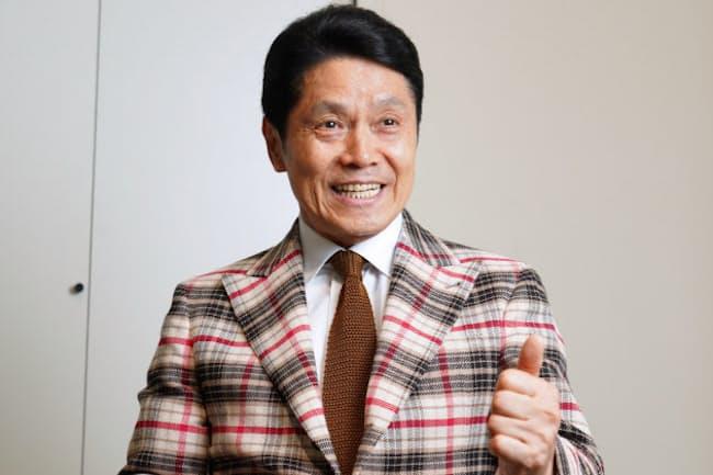 「基本はトラッドなのですが、最近はパンツでもジャケットでもいろいろな形を着てみたくなりました。セレクトショップで未知のブランドやアイテムを探すのが楽しいのです」と話す峰竜太さん