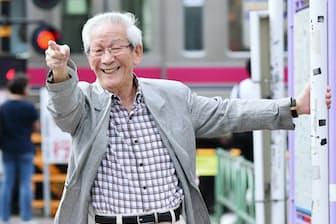 1942年、福岡県出身。高校卒業後に上京。64年から3年10カ月、植木等に付き人兼運転手として師事。独り立ちしてからは伊東四朗との掛け合いなどで次々とヒットを飛ばす。2011年から日本喜劇人協会会長。9月に明治座で「めんたいぴりり~未来永劫編」に出演。五十嵐鉱太郎撮影