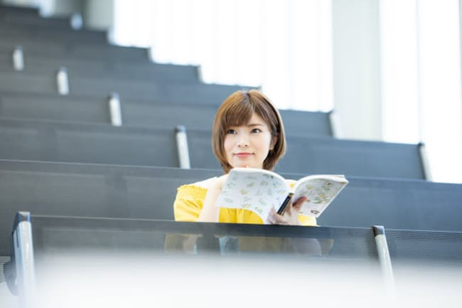 学生が本に親しむ機会は増えるのか。写真はイメージ=PIXTA