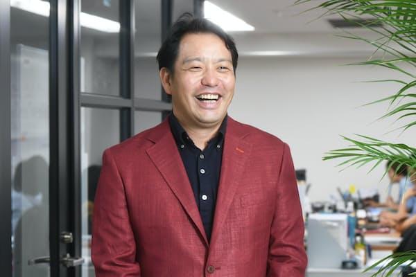 ビースタイルの三原邦彦会長は幼なじみの増村一郎社長を含む4人で創業した
