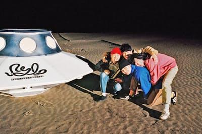 never young beach (左から時計回りに)安部勇磨(ボーカル&ギター)、鈴木健人(ドラム)、阿南智史(ギター)、巽啓伍(ベース)。2014年9月にバンド体制となり、15年には「フジロックフェスティバル」に出場。17年に「A GOOD TIME」でメジャーデビューを果たした