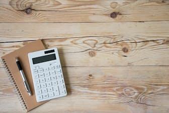 30日間に分けて家計を整えていくことで貯金ができる習慣を身につける(写真はイメージ=PIXTA)