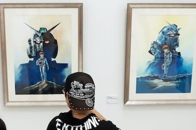ガンダム劇場版のポスター原画などが並ぶ(福岡市中央区の福岡市美術館)