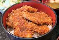 蒼屋(群馬県高崎市)のソースカツ丼は7種類のソースから好みのものを選べる