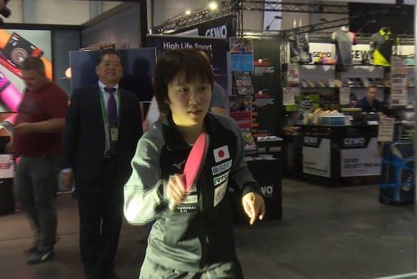 日本代表の平野美宇選手も試し打ちをした