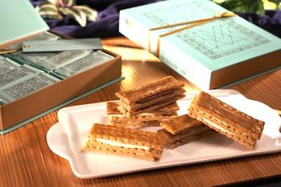 ショコラとヴァニラ、2種類のクリームを挟んだ定番商品