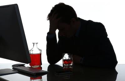 飲み過ぎを気にしている人なら、できれば「減酒」を実現したいと思っているだろう。しかし、言うはやすしで、なかなか実現できないのが減酒だ。写真はイメージ=(c)Roman Iegoshyn-123RF