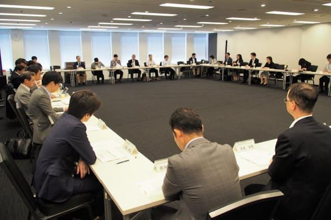 制度案の公表と同日に実施された、総務省の「モバイル市場の競争環境に関する研究会」の第15回会合。その内容に疑問を呈する意見が少なからず挙がっていた