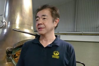 1965年埼玉県秩父市生まれ。88年東京農大卒。サントリーを経て、94年に家業の東亜酒造入社。2004年ベンチャーウイスキー設立。英国の「ワールド・ウイスキー・アワード」など受賞。