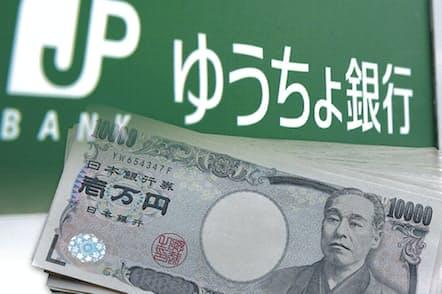 ゆうちょ銀行では内規に基づかない不適切な手続きで高齢者に投信を販売していた