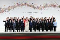 G20大阪サミットで集合写真に納まる各国首脳(6月28日午後、大阪市)=代表撮影