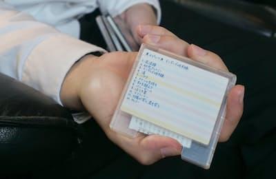 現在手に入る唯一のMDデッキをオーディオ評論家のリスニングルームで試聴してみる。写真は試聴したMDのうちの1枚。MDはラベルに曲名を書き、自分なりのディスクを作るのも醍醐味だった