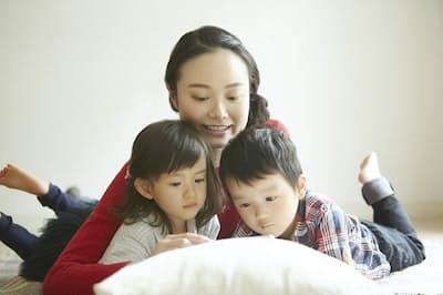 子どもの看病手放さない、究極の働き方とは(写真はイメージ=PIXTA)