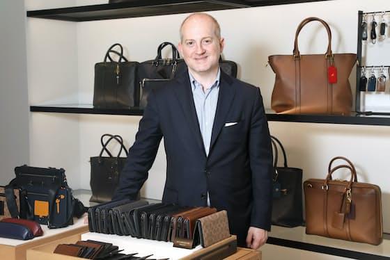 「コーチ全体の売上高の中でメンズファッションの割合は約1割だが、日本市場はもっと大きい」と語るジョシュア・シュルマン社長兼CEO