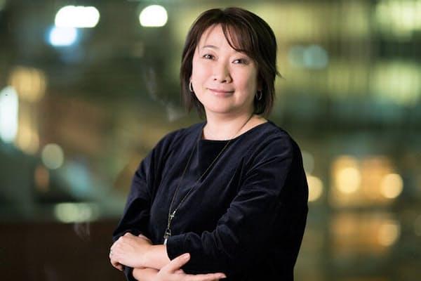「ずっと自己肯定ができなかった自分にとって、恋愛は承認欲求を満たすもの」と語る村山由佳さん
